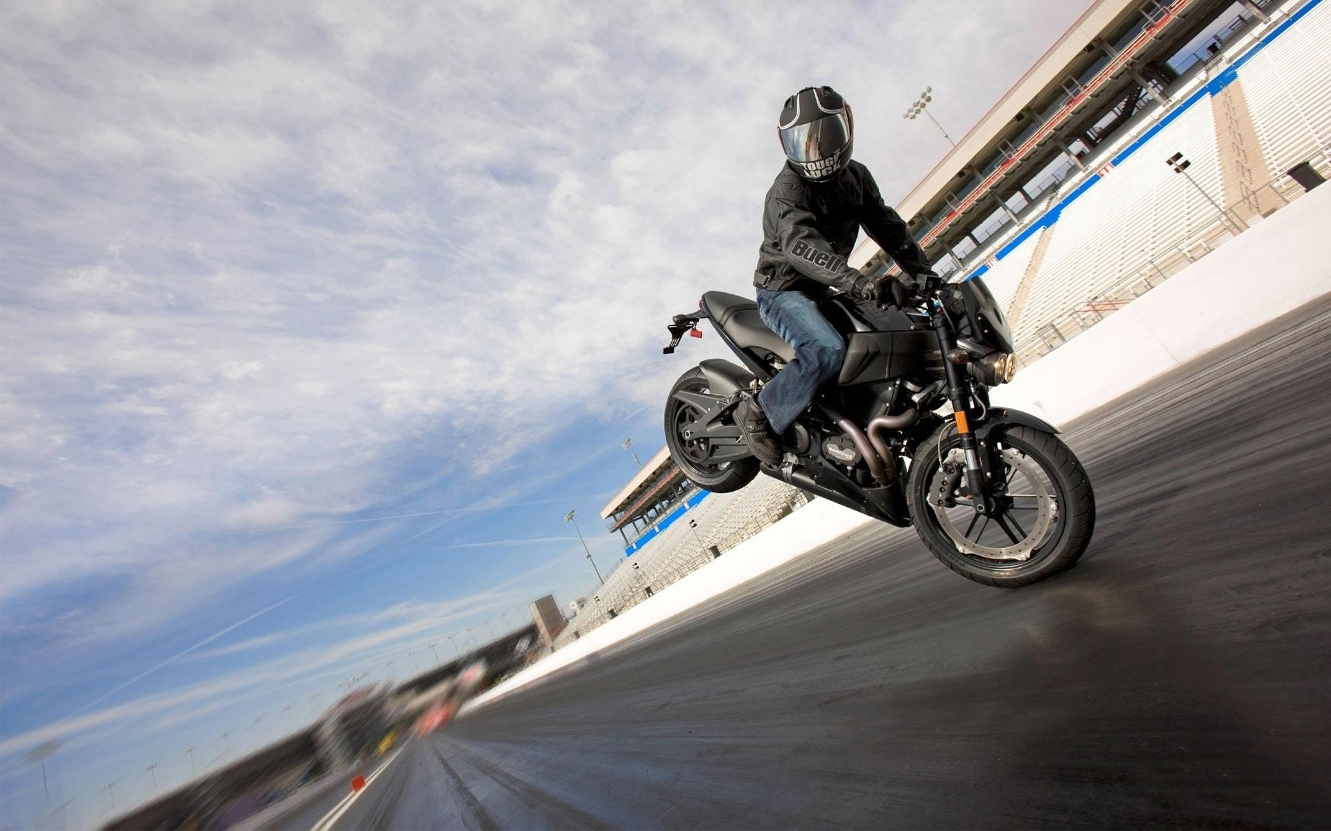 Caballito en Moto. Wallpaper Motor
