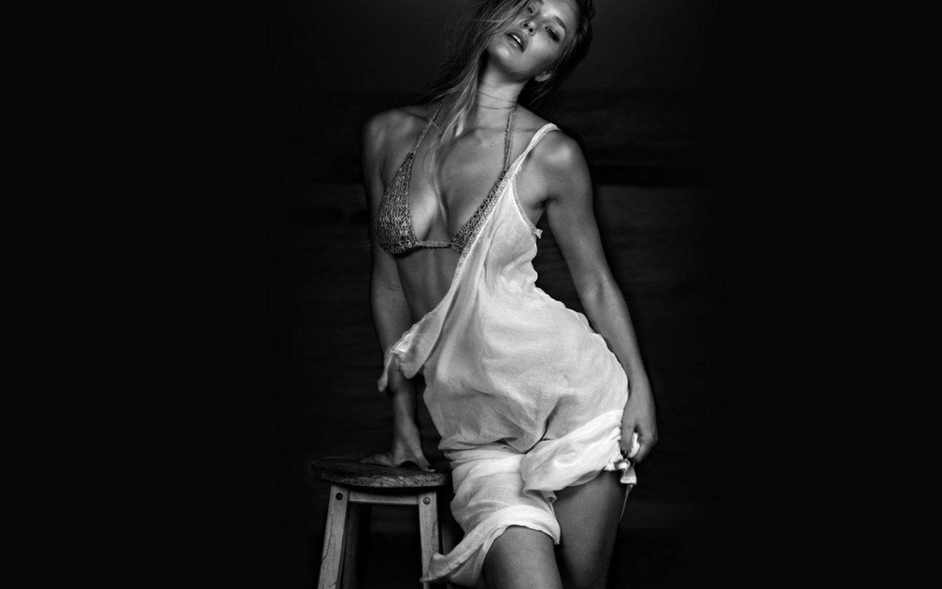 Chica en Blanco y Negro.