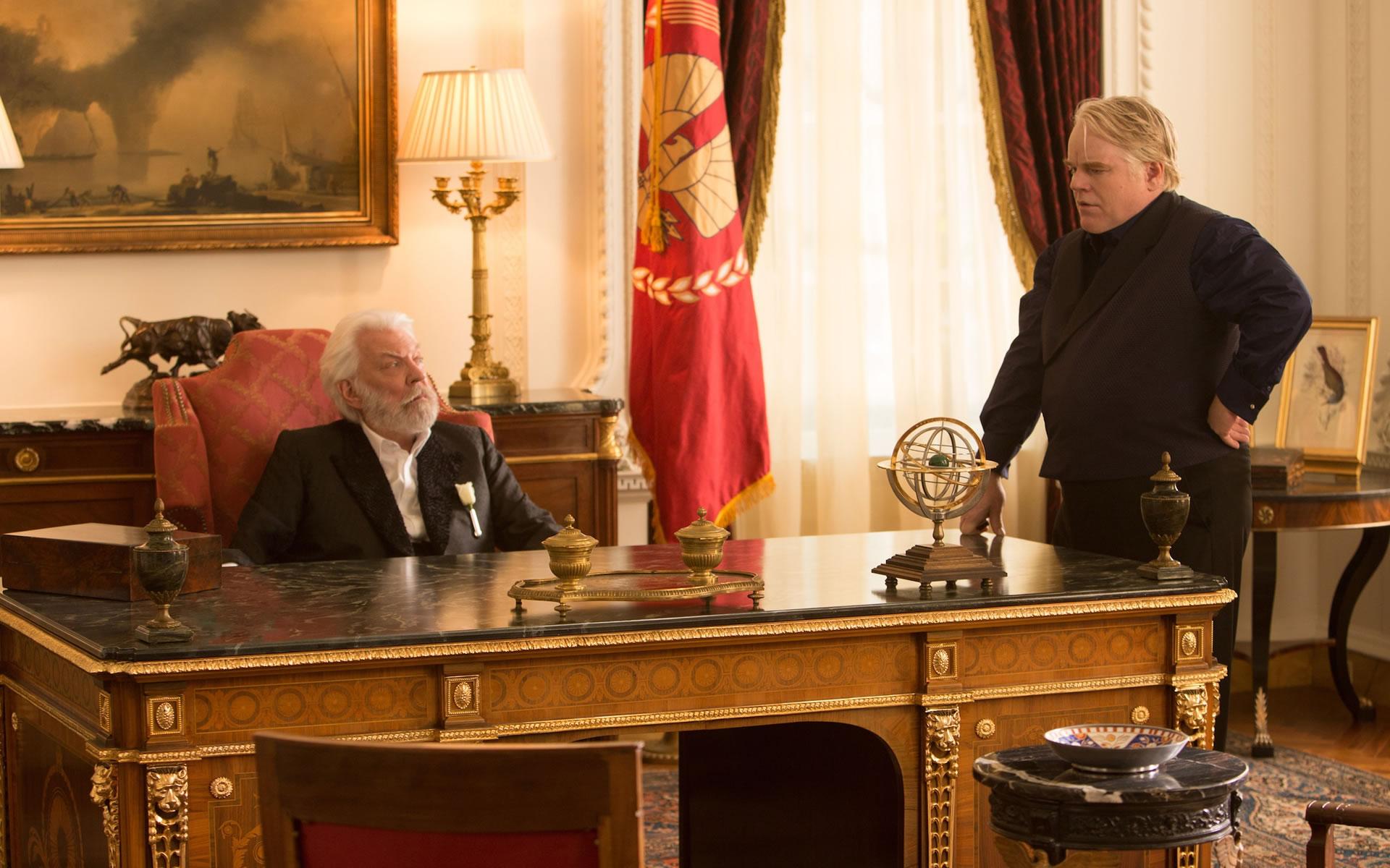 Plutarch y Presidente Snow En Llamas.