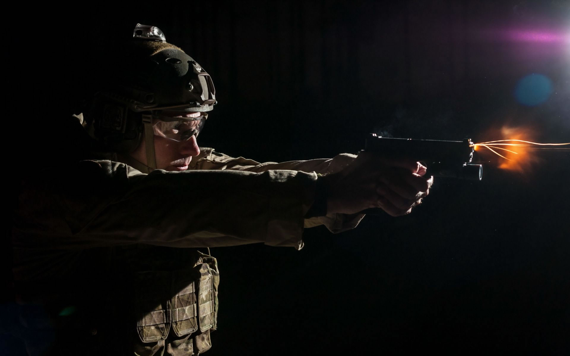 Fondos Militares Soldado Disparando