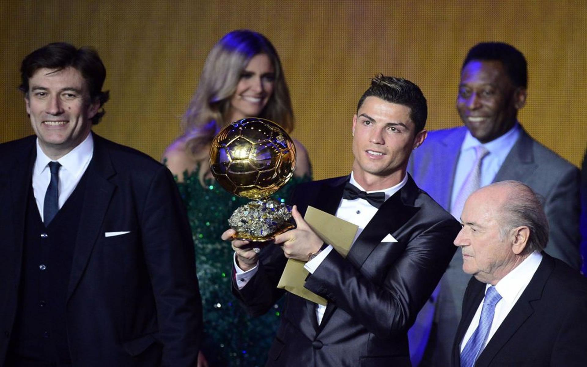 Imagen Cristiano Ronaldo con Balón de Oro 2014.