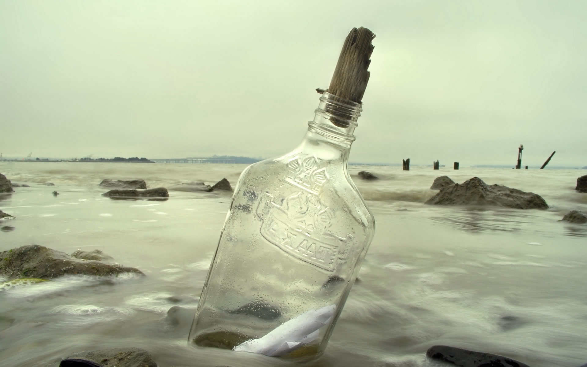 Mensaje en botella a la deriva