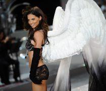 Adriana Lima Ángel con alas