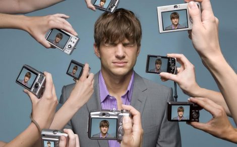 Ashton Kutcher vs Paparazzis
