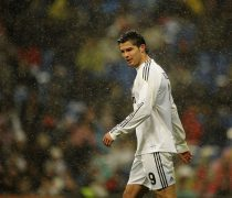 Cristiano bajo la lluvia