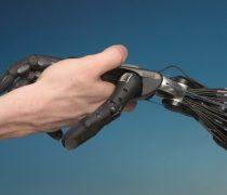 Dando la mano a la Tecnología