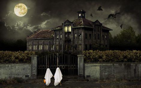 Fantasmas de Halloween visitando Mansión