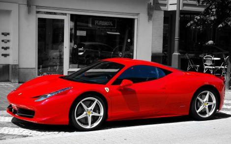 Ferrari Rojo en la Calle.