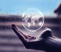 Fotomontaje El Mundo en tu mano.