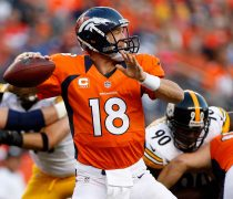 Peyton Manning Lanzando.