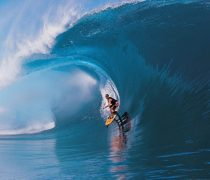 Surfista en Tahiti.