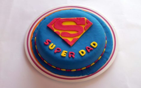 Tarta para Super Papás.